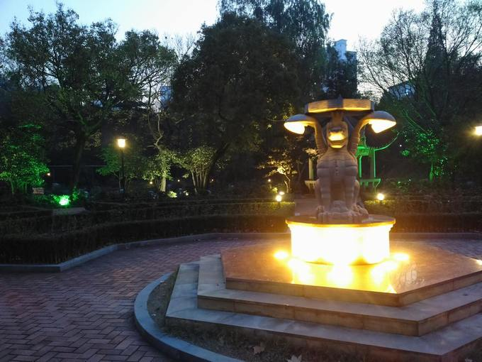 Hybrid Sculpture in Zhongshan Park